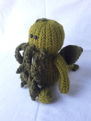 Cthulhu custom crochet pal Sconnie Life on Etsy.